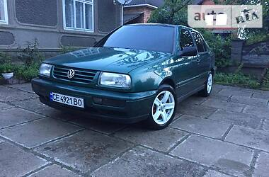 Седан Volkswagen Vento 1997 в Черновцах