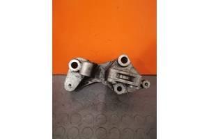 8200140428 Кронштейн головки блока Opel Vivaro