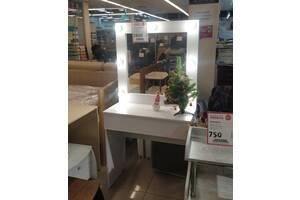 Гримерный стол визажиста с лампами