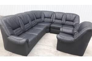 Класный кожаный диван с креслом
