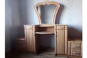 Продам мебель , трюмо и тумбочки
