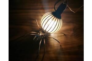 Светильник, лампа из дерева в виде паука