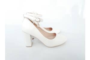 Белые туфли на каблуке с ремешком и пряжкой, свадебные туфли, весільні туфлі, туфли белые 36-40р