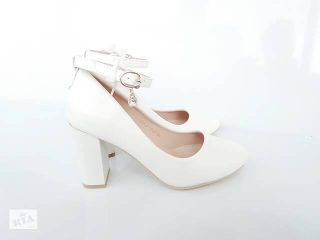 Белые туфли на каблуке с ремешком и пряжкой, свадебные туфли, весільні туфлі, туфли белые 36-40р- объявление о продаже  в Ровно