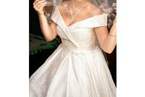 Неймовірно розкішна атласна весільна сукня колекції 2019 року!