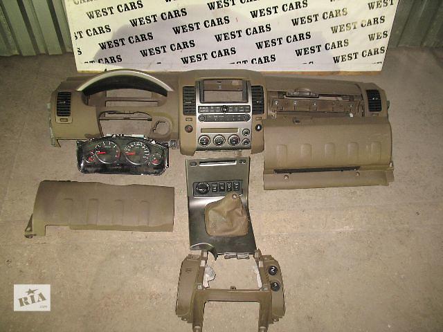 бу Б/у бардачок для легкового авто Nissan Pathfinder 2006 в Луцке