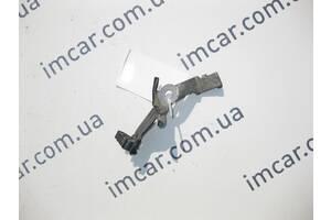 Б/У Mercedes Металлический держатель проводов на заднем  левом кулаке E-Class W211 CLS C219 SL R230 A2115460043