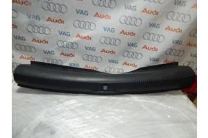 Б/У Накладка багажника AUDI A4 8K5863471