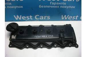 Б/У клапанна Кришка на 2.5 дизель Pathfinder 2005 - 2014 13264EC01A. Вперед за покупками!