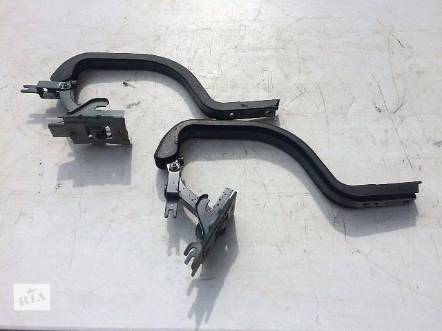 бу Б/у петля крышки багажника 64510-30281 для седана Lexus GS 300 1999г в Николаеве