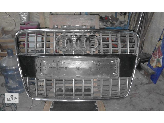 продам Б/у решітка радіатора для легкового авто Audi Q7 бу в Киеве