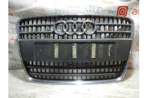 Б/У Центральня решетка переднего бампера AUDI Q7 4L0853651