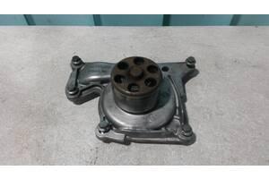 Б/у Водяная помпа, насос Renault Kangoo 1997- . Megane II 2003-2008. Nissan Kubistar 1997-2008. NV 200 2011-. 1.5 dci.