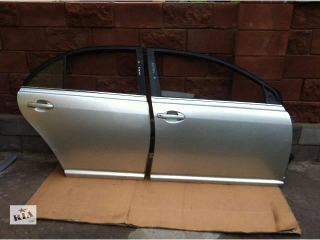 продам б/у  Дверь передняя правая на Toyota Avensis Седан 03р - 08р бу в Ровно