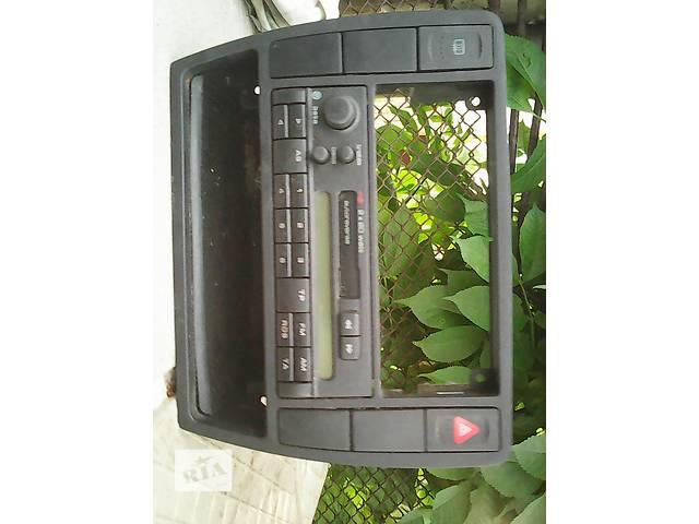 бу б/у Компоненты кузова Автомагнитола Легковой Volkswagen Passat Седан 1997 в Жидачове
