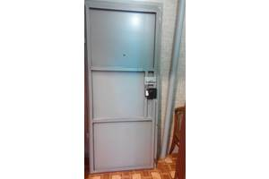 б/в Металеві двері