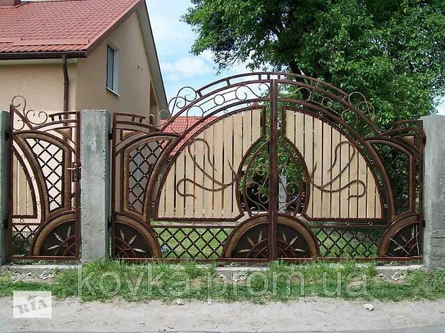 Кованые распашные ворота с калиткой, с элементами дерева, код: 01063- объявление о продаже  в Ладыжине