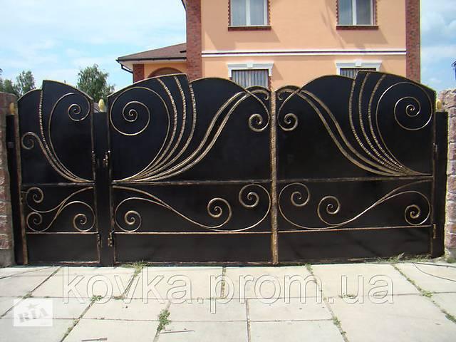 купить бу Кованые распашные ворота с калиткой, код: 01067 в Ладыжине