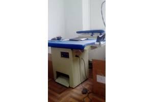 Прасувальний стіл з парогенератором