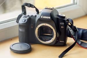 б/в Дзеркальні фотоапарати Canon EOS 5D Mark II