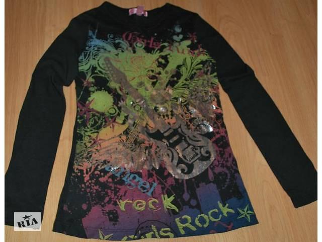 продам Продам б/у чёрную футболку с длинным рукавом на девочку Сделать горячимНа главнуюСоздать аукционРедактироватьПродано бу в Харькове
