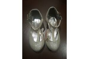 Туфлі нарядні для дівчинки 24 р.