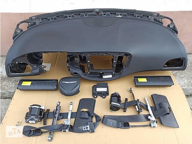 купить бу Chrysler 200 2015 - торпедо подушки ремни airbag блок в Чернигове
