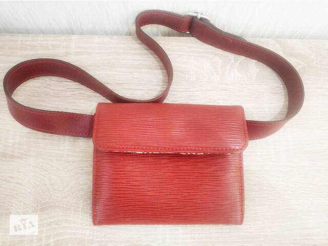 Итальянская женская сумка на поясе, размером 15 х 12 см