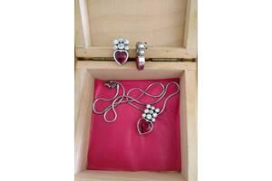 Комплект сережки и кулон