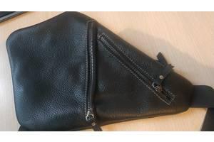Кожаная мужская сумка треугольной формы