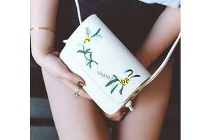 Нежная сумка клатч с вышивкой цветов