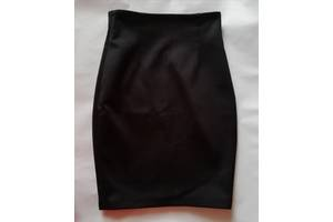 Продаю 2 юбки-карандаш, черная и серая по 140 грн.