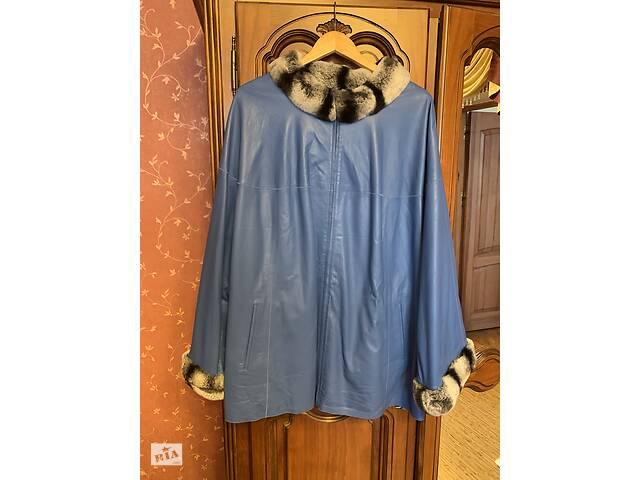 Женская куртка из кожи, с меховым воротником на большой размер.