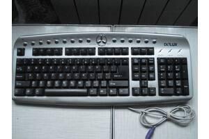 Клавиатура , мышки, кабеля ,переходник для компьютера.
