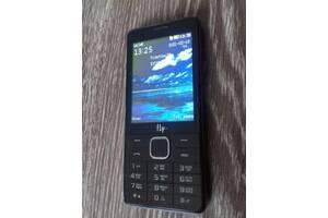 Телефон Fly FF301 на 2 сим