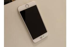 Телефон в хорошем состоянии,iPhone6,gold,16 GB,коробка,зарядное устройство,наушники,
