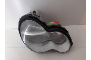 Фара права Mercedes W203 2000-2007 рр A2038200261