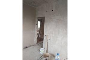 Гипсовая и известково цементная машинная штукатурка стен 220/380, стяжка пола