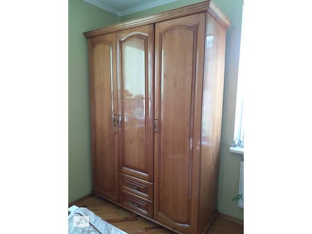 купить бу Шкаф тьохдверна из дерева в Луцке