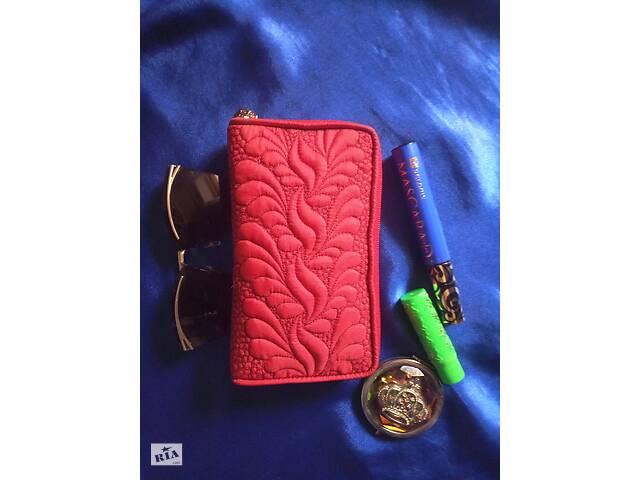 купить бу Продается красная косметичка ручной работы с вышивкой квилтингом   в Харькове