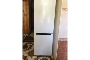 Индезит  холодильник состояние нового 2018 г