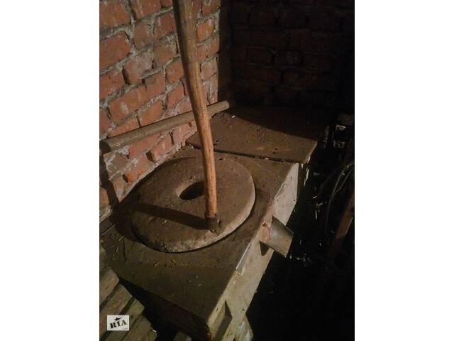 Продам зерно дробилку жорна
