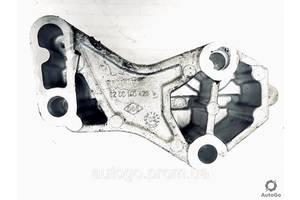 Кронштейн головки блока Renault Laguna Trafic Master Opel Vivaro Movano 8200140428