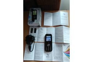 Нові Мобільні на дві СІМ-карти Fly Fly E130