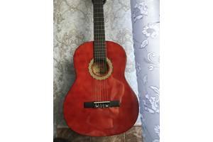 Нові Класичні гітари Maxtone