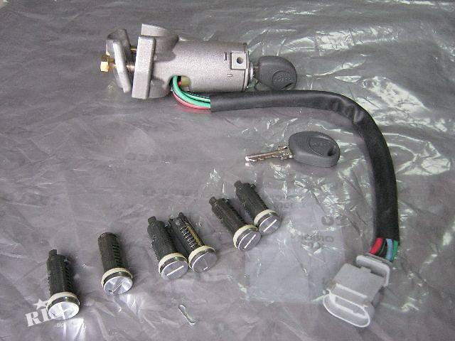 бу новый Электрооборудование двигателя Замок зажигания/контактная группа Грузовики Iveco Daily груз. в Ковеле