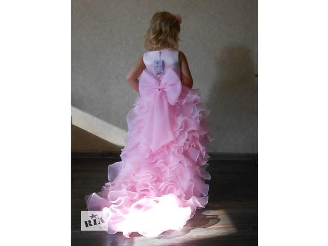 Платье кружевное, розовое, со шлейфом.- объявление о продаже  в Днепре (Днепропетровск)