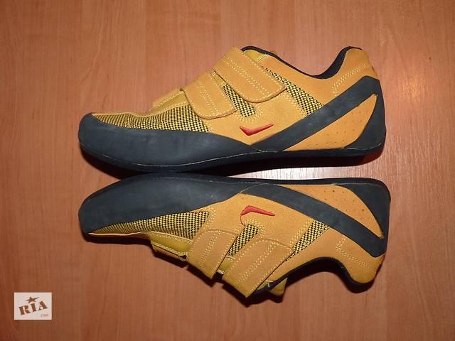 1c10fc7719ca продам Почти новые замшевые кроссовки CELTICS (сток Европа) бу в Кривом  Роге (Днепропетровской