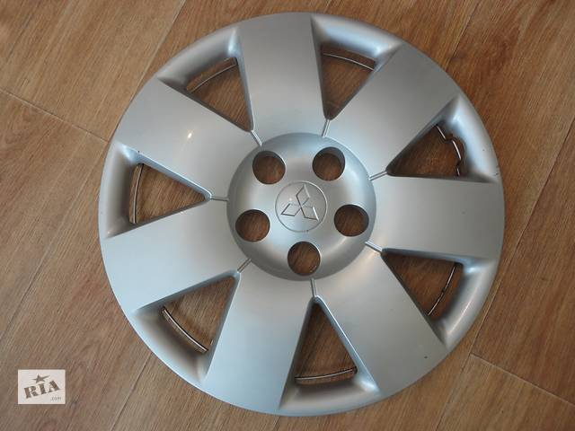 продам Продам Оригинальные колпаки на колеса Mitsubishi Outlander (Мицубиси Аутлендер) R16 бу в Киеве
