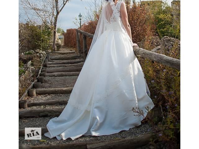 Продам шикарное свадебное платье со шлейфом в идеальном состоянии- объявление о продаже  в Николаеве